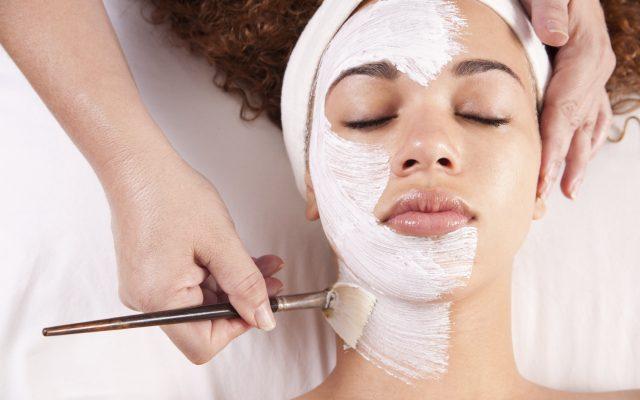 Máscaras faciais caseiras: solução prática pra todas as peles