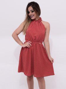 vestido rodado com poá vermelho