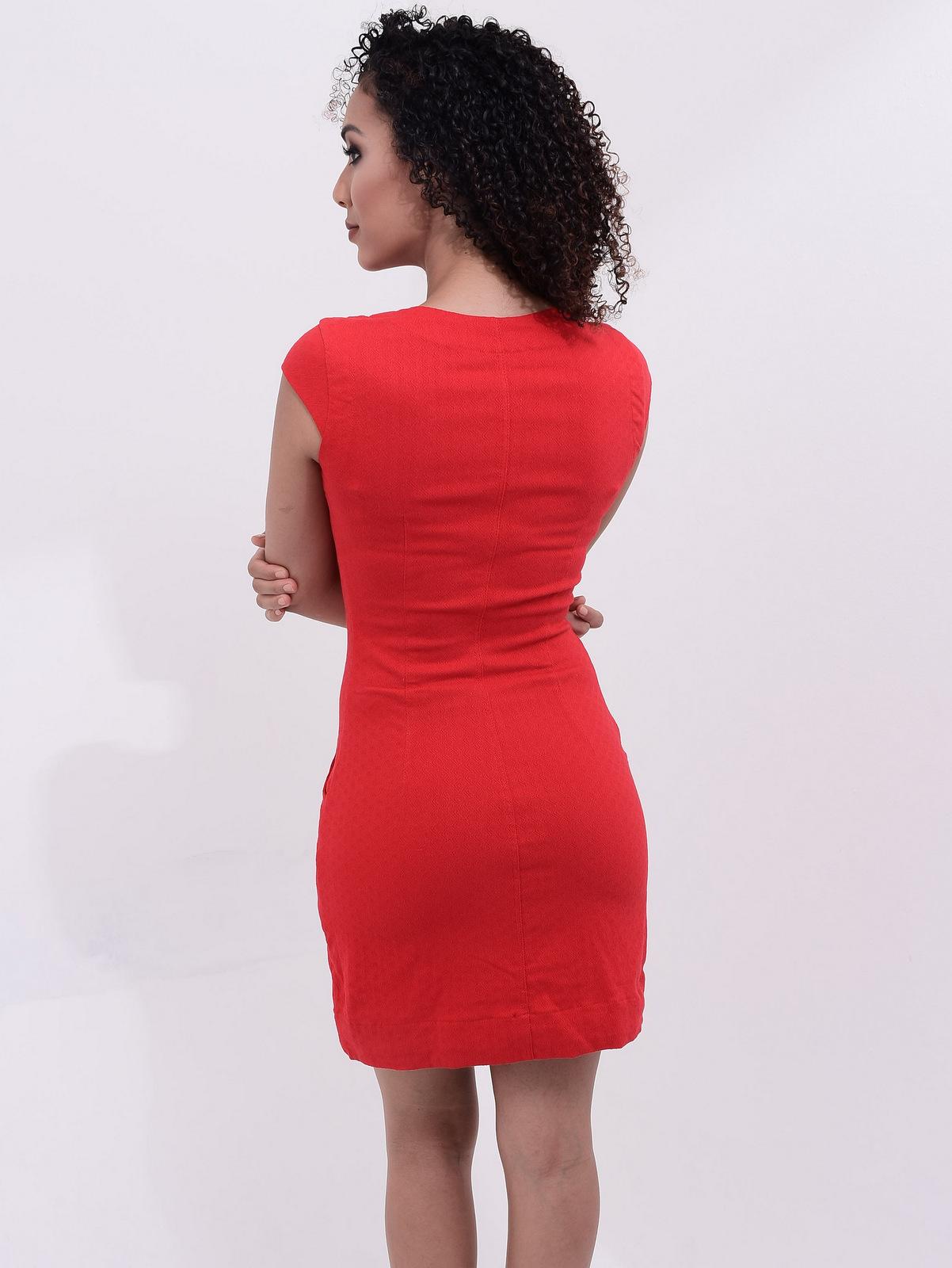 modelo de vestido vermelho tubinho